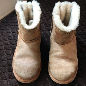 Girls low Ugg boots